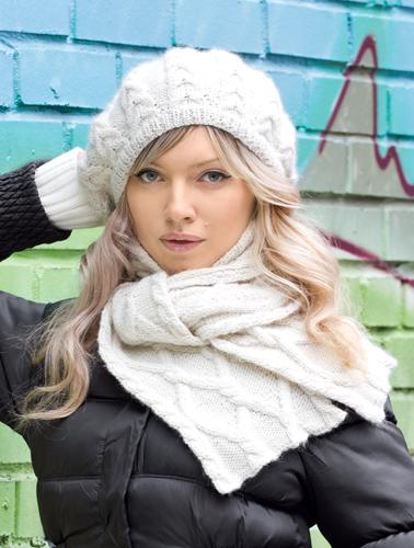 Белые берет и шарф