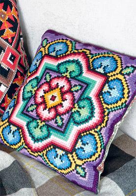 Вышивка крестом на подушками 47