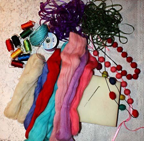 Сегодня мы расскажем про валяние цветов из шерсти в технике фелтинга.
