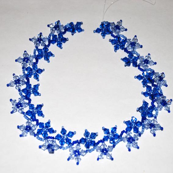 0. 4146.  Добавил.  Нам понадобятся синий бисер и бусины (кристалы) , голубой бисер и бусины (кристалы).