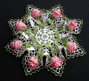 Салфетка с розами и воланами